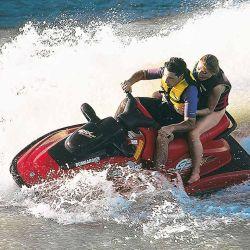 Las motos de agua y los semirrigidos, se ubicán en el tercer lugar de las más adquiridas con un 8%, detrás de los botes y canoas con un 11%.