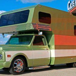 El vehículo fue pintado con un color verde oliva que resalta su espíritu retro.