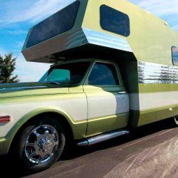 Con una estética claramente retro, este motorhome se montó sobre la base de una pick-up Chevrolet C30, de 1972.