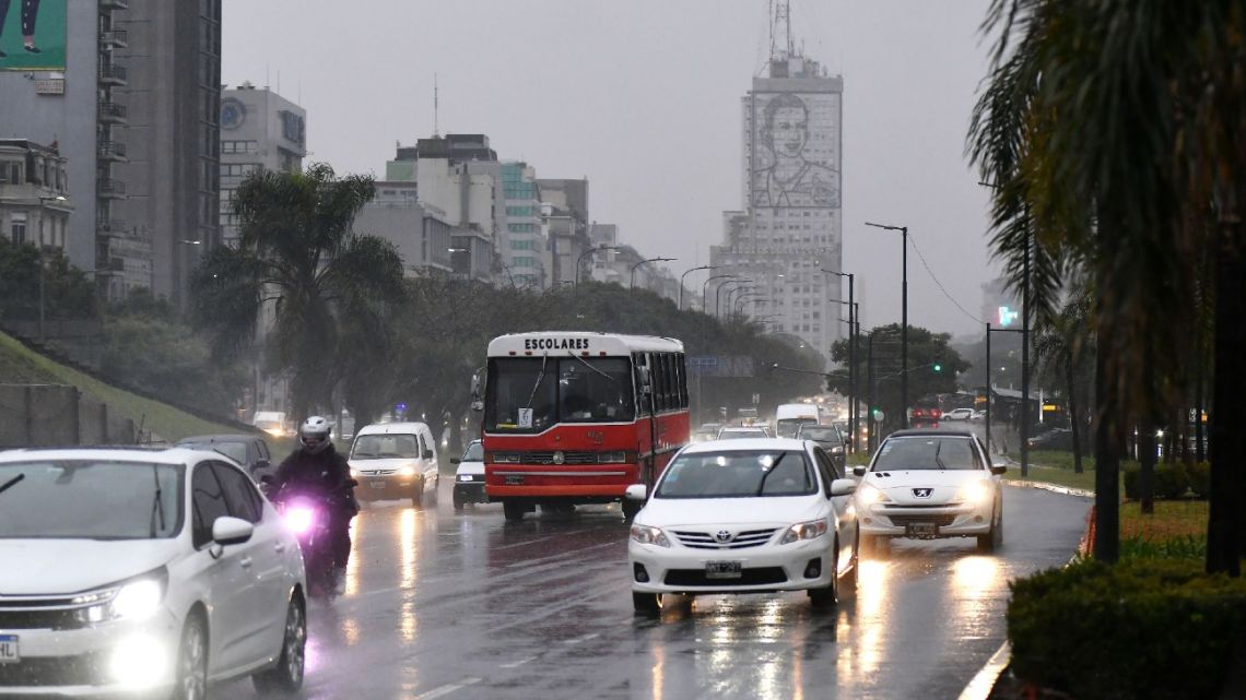 Cars, pictured on Avenida 9 de Julio on May 21, 2021, before a nine-day lockdown to tackle to spread of Covid-19.