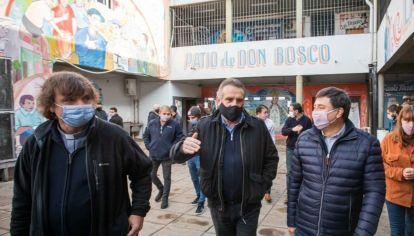 Los ministros Rossi y Arroyo visitaron la villa de La Cárcova donde el Ejército asiste con alimentos a su población desde abril de 2020.