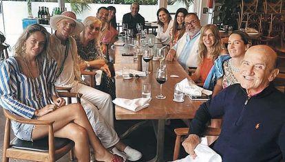 Juntos. Lanata con los Faena en un almuerzo familiar en uno de los restaurantes del hotel.