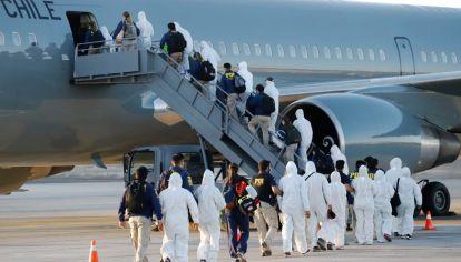 """La preocupación crece porque """"la última deestas expulsiones tuvo lugar el pasado 25 de abril, fecha en la que 55 personasmigrantes procedentes de Venezuela habrían sido expulsadas de manera colectiva desdeel aeropuerto de la ciudad de Iquique, en el norte del país"""", dijo la ONU."""