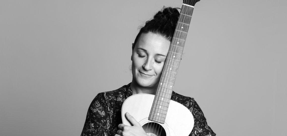 """Conocé a More Gemma, música, poeta y """"cantautora por desgracia"""""""
