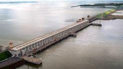 Esperan asegurar la navegación del río Paraná con la ayuda de Itaipú y Yacyretá
