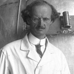 Piccard dedicó gran parte de su vida al estudio de los rayos cósmicos y de los estratos ionizados de la alta atmósfera
