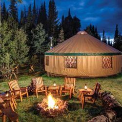 Las yurtas son carpas circulares de buen tamaño y considerable altura.