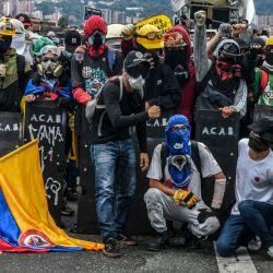 Manifestantes posan para una foto durante una nueva protesta contra el gobierno del presidente colombiano Iván Duque, en Medellín, Colombia.   Foto:Joaquin Sarmiento / AFP