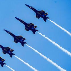 El equipo Blue Angels de la Armada de los Estados Unidos realiza un espectáculo aéreo sobre Annapolis, Maryland, en preparación para la inauguración de la Academia Naval de los Estados Unidos.   Foto:Scott Serio / CSM a través de ZUMA Wire / DPA