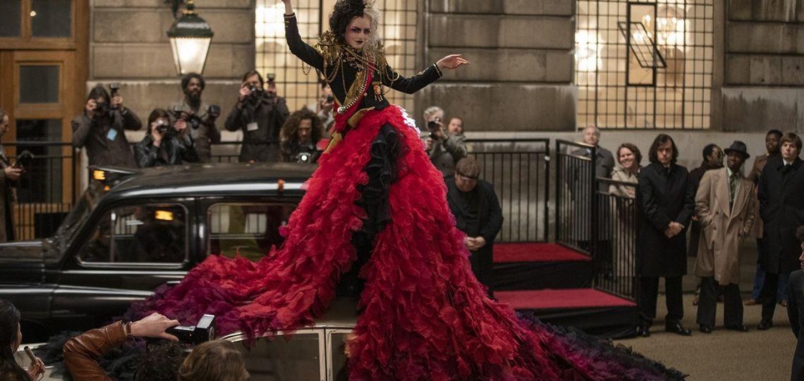 De Balenciaga a Vivienne Westwood, las claves de los looks de Cruella