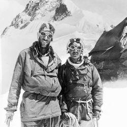 Hillary y Norgay, en la cima del Everest.