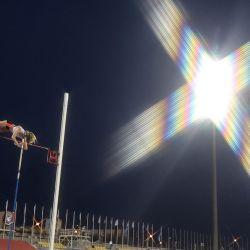 La estadounidense Sandi Morris compite en la final de salto con pértiga femenino durante la reunión de atletismo de la Diamond League en el estadio del Qatar Sports Club en la capital, Doha.   Foto:Karim Jaafar / AFP