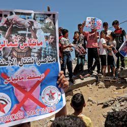 Niños palestinos participan en una protesta contra las declaraciones de Matthias Schmale, director de las Operaciones de las Naciones Unidas  | Foto:Said Khatib / AFP