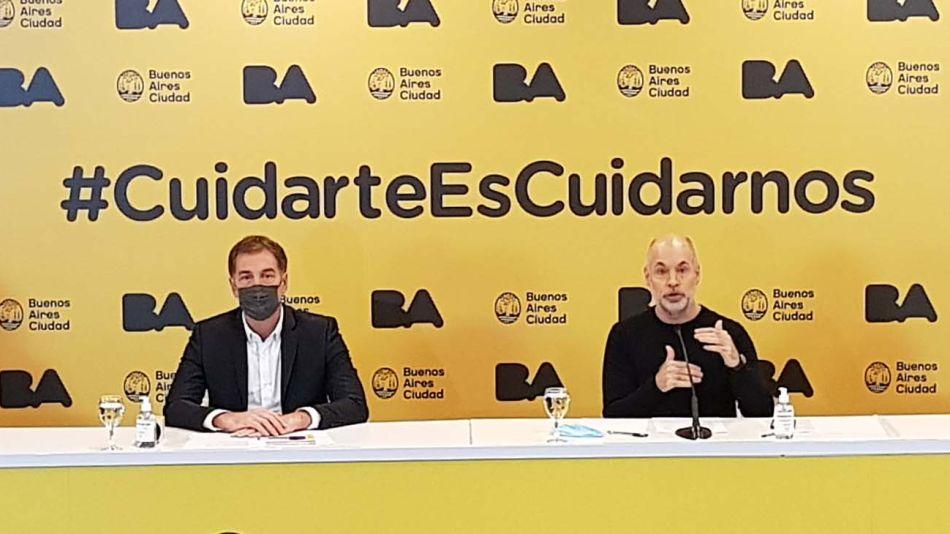 Conferencia. Larreta y Santilli encabezaron el anuncio de las medidas que se vienen, junto a sus ministros de Salud, Fernán Quirós, y de Educación, Soledad Acuña.