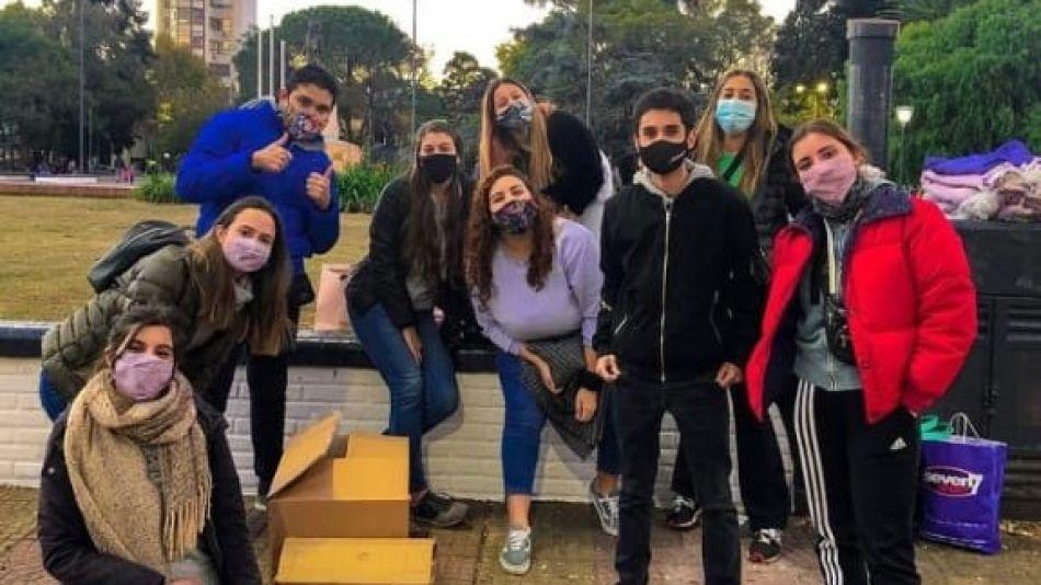 Son jóvenes y salen a asistir personas en medio de la pandemia
