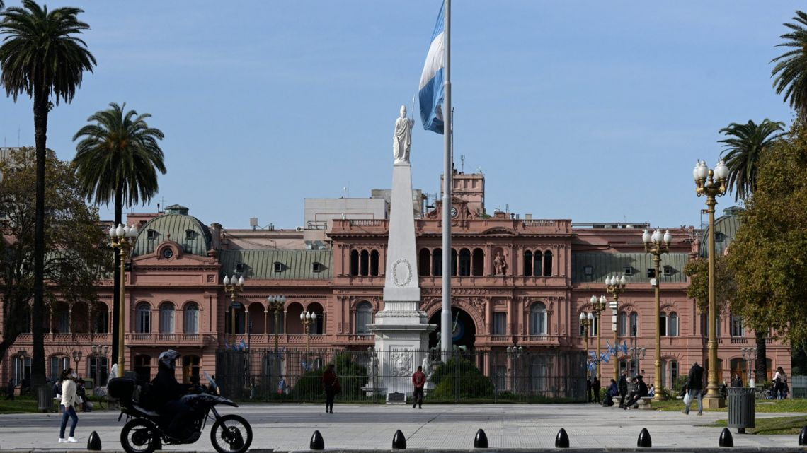 View of Plaza the Mayo, with the Casa Rosada behind. Taken in Buenos Aires on May 28, 202, during the coronavirus pandemic.