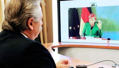 Alberto Fernández con Ángela Merkel