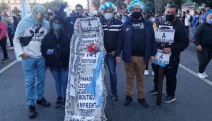 LOS TEMORES. Las manifestaciones recientes de comerciantes ejemplifican a los sectores que se sienten más preocupados por la economía que por el virus.