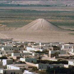 El denominado Monumento Blanco mide 22 metros de alto y tiene 100 metros de diámetro.
