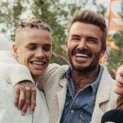 Romeo Beckham junto a sus padres