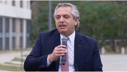 El presidente Alberto Fernández al entregar las viviendas del programa Casa Propia en San Martín.