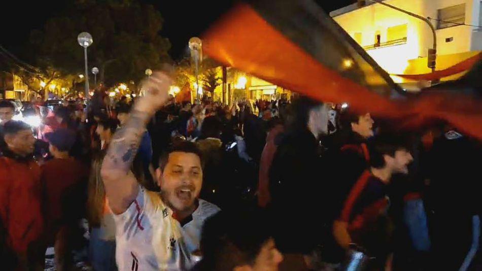 Festejos masivos de los hinchas de Colón 20210601