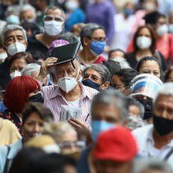 México, Ciudad de México: Personas mayores de 60 años hacen cola para recibir la segunda dosis de la vacuna contra Covid-19 en el Pepsi Center. | Foto:Diego Siman Sanchez / Agencia EELG vía El Universal vía ZUMA Wire / DPA