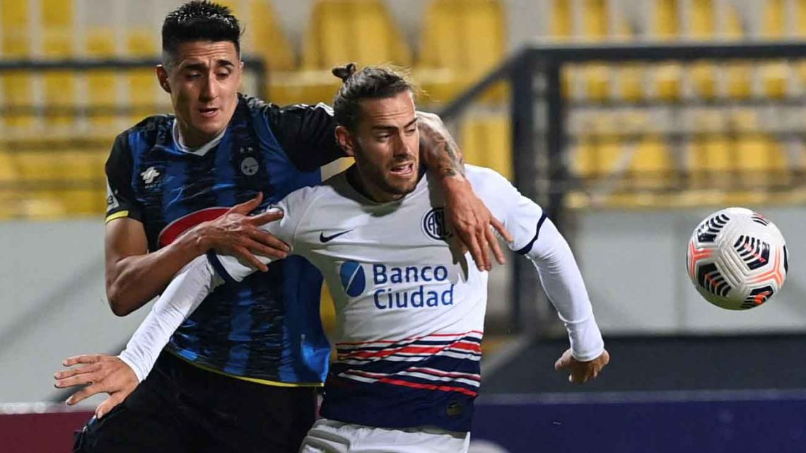 Chile's Huachipato Ignacio Tapia (left) and Argentina's San Lorenzo Lucas Melano vie for the ball during their Copa Sudamericana football tournament group stage match at Sausalito Stadium in Vina del Mar, Chile, on May 26, 2021.