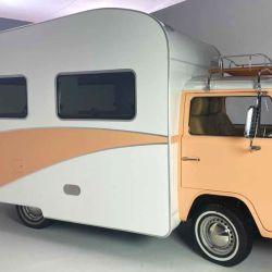 Retro RV, un modelo clásico de Volkswagen, muy llamativo por fuera y con una estética cálida y hogareña por dentro.