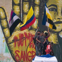 Colombia, Bogotá: Manifestantes y mujeres indígenas de la comunidad Misak protestan contra las reformas tributarias y de salud del presidente Iván Duque y la brutalidad policial que deja al menos 70 muertos en el último mes de protestas.   Foto:Daniel Garzon Herazo / ZUMA Wire / DPA