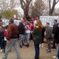 Residents demonstrate in 'El 7' against continued drug violence and for justice following the deaths of two youths.