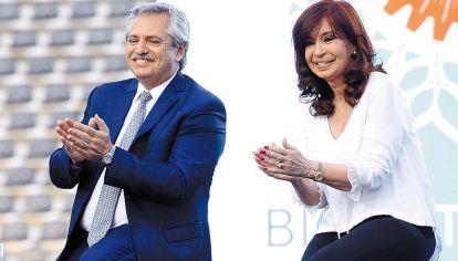 Pacto. El acuerdo de AF y CFK fue hijo de la necesidad, para ganar la elección. Pero la frazada era demasiado corta en ambos casos.