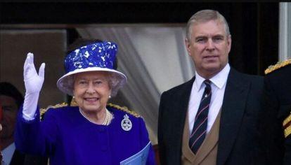 La reina Isabel II junto a Andrés de York
