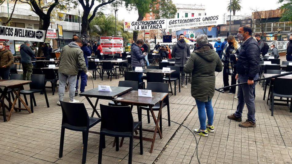 Protesta de gastronómicos en Plaza Serrano