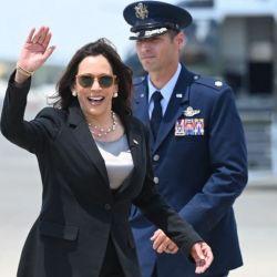 Su llegada a Guatemala se retrasó por un desperfecto en el avión oficial Air Force Two.