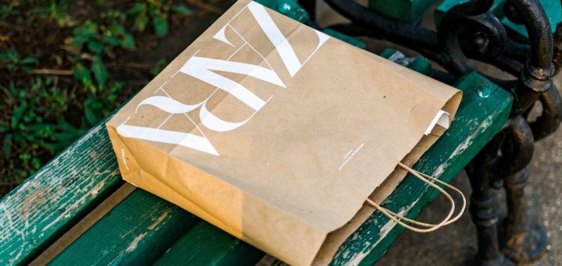 Jeans: ¿cuál es el misterio detrás de las largas etiquetas de Zara?
