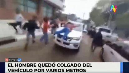 Ministro Gómez arrastró a un manifestante con su vehículo