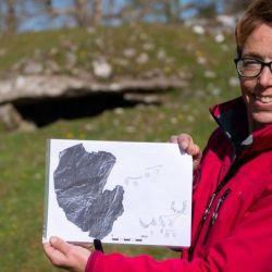 La doctora Tertia Barnet fue la investigadora principal del Proyecto de Arte Rupestre de Escocia en HES.
