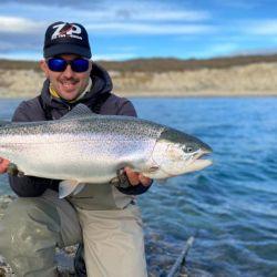 Fuera de la zona de la desembocadura, en las distintas bahías, se puede pescar con cucharas, en modalidad spinning.
