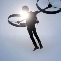 Tal como se pude ver en el video, lo más destacado del CopterPack son las dos enormes hélices, similares a las de un dron.