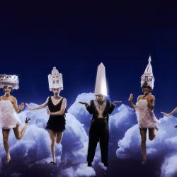 """Localidades Agotadas es la nueva muestra del dúo que creó la recordada performance """"Me huevo loca""""."""