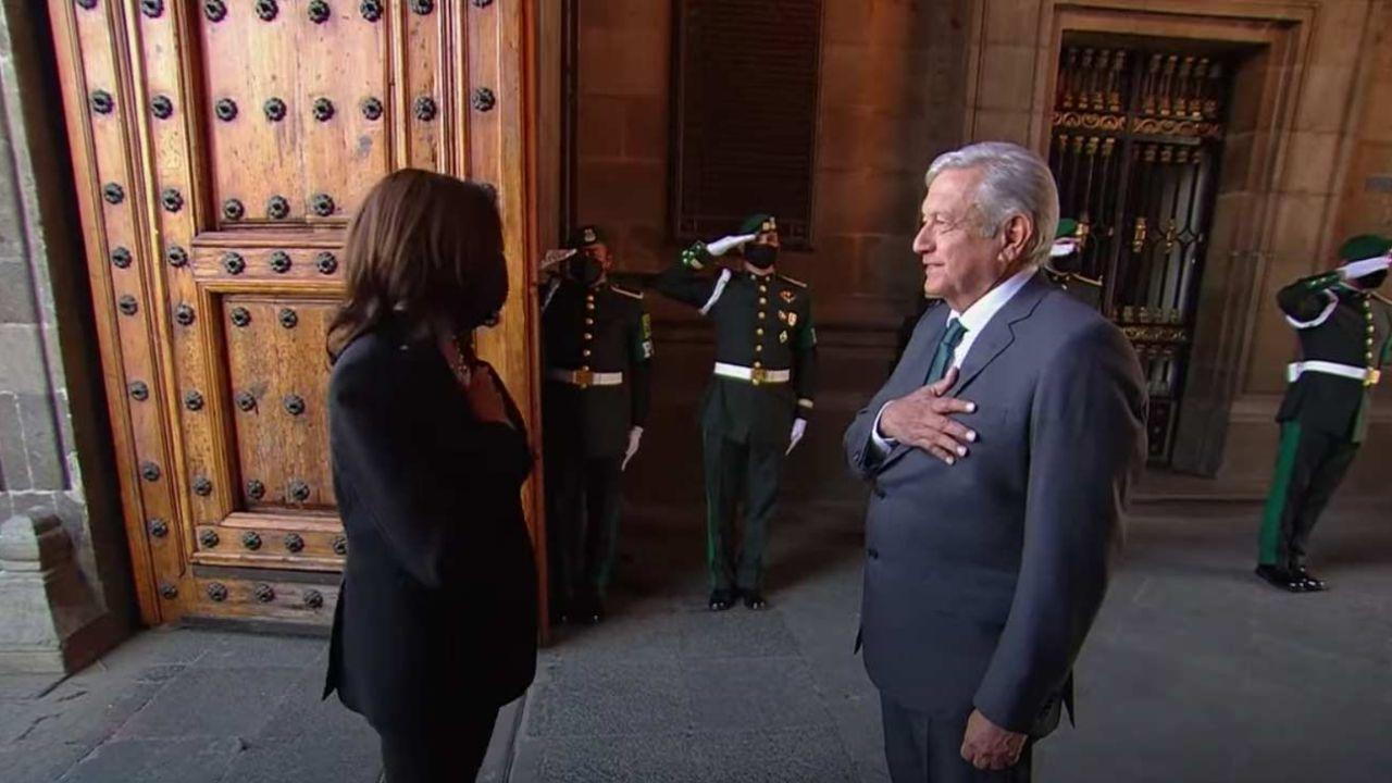 Kamala Harris es recibida por el presidente de México, López Obrador | Foto:cedoc