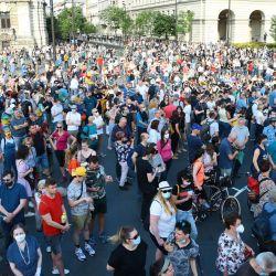 Los manifestantes participan en una protesta contra el gobierno en Budapest, para manifestarse contra el partido de derecha Fidez del primer ministro Viktor Orban y la construcción prevista de una universidad china en la ciudad. | Foto:Ferenc Isza / AFP
