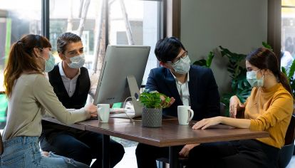 personas en lugares de trabajo 20210610