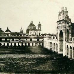 Garay plantó el rollo fundacional en la entonces Plaza Mayor, actual Plaza de Mayo.