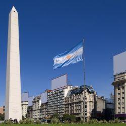 En el Obelisco se encuentra la placa que recuerda la fundación de Buenos Aires.