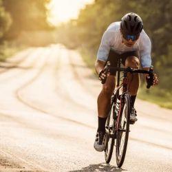 Pedalear por la mañana al principio puede ser un poco difícil, tal vez tengamos que acostarnos más temprano o cambiar ciertas comidas para sentirnos mejor durante la mañana.