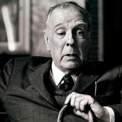 Escritor, ensayista, poeta y traductor argentino