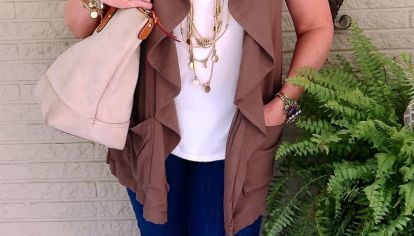Moda para mayores de 50: claves para usar chalecos súper cancheros