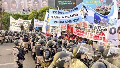 Cruces. El Ministerio de Seguridad quiso impedir el corte pero luego decidieron negociar.